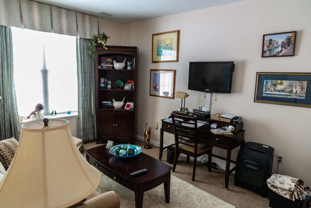 Independent living one bedroom apartment with den